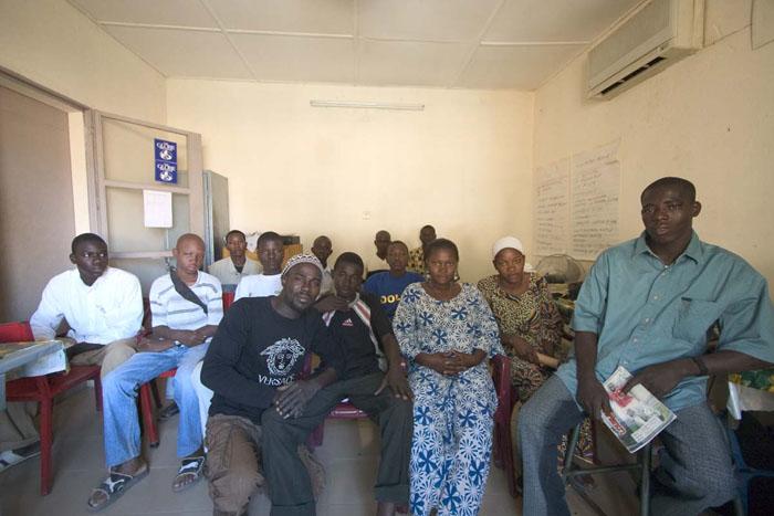 Photo de classe des élèves avec leur intervenant (au centre avec le bonnet) Harandane Dicko © Harandane Dicko