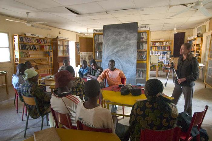 Aliette Cosset intervient devant les élèves © Harandane Dicko