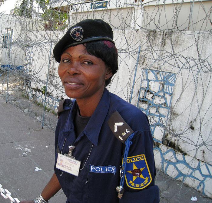 Je suis une femme mais je suis flic © Cedric Kalonji