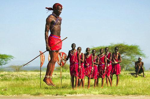 Anuang'a Fernando et le Maasaï Vocal Dance group © Antoine Combier