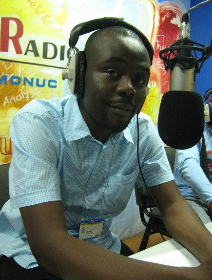 Cedric Kalonji au studio de la Radio Okapi © Cedric Kalonji