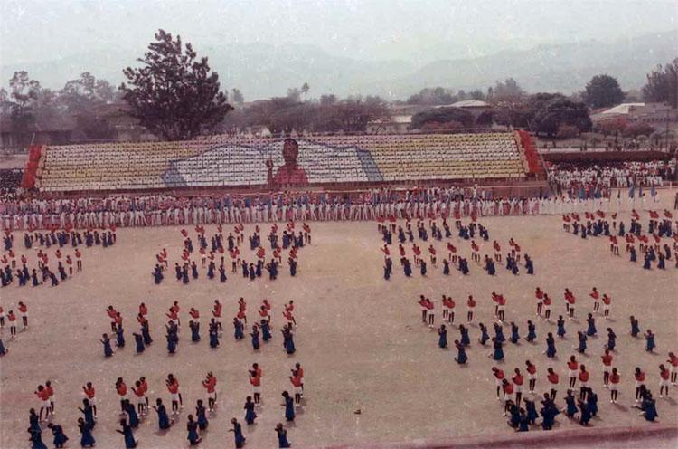 Le mouvement d'ensemble à Bujumbura, 1976. © Gustave Ntaraka