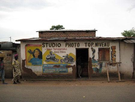 Studio Photo Top Niveau Bujumbura, 2008. © Rosario Mazuela/Jürg Schneider