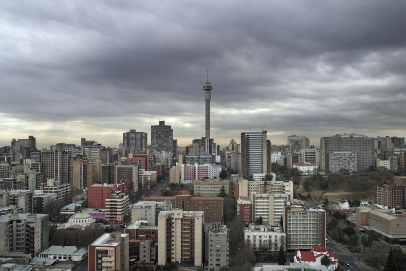 View of Hillbrow looking north from the roof of the Mariston Hotel - Jo'burg series © Guy Tillim, Galery Michael Stevenson