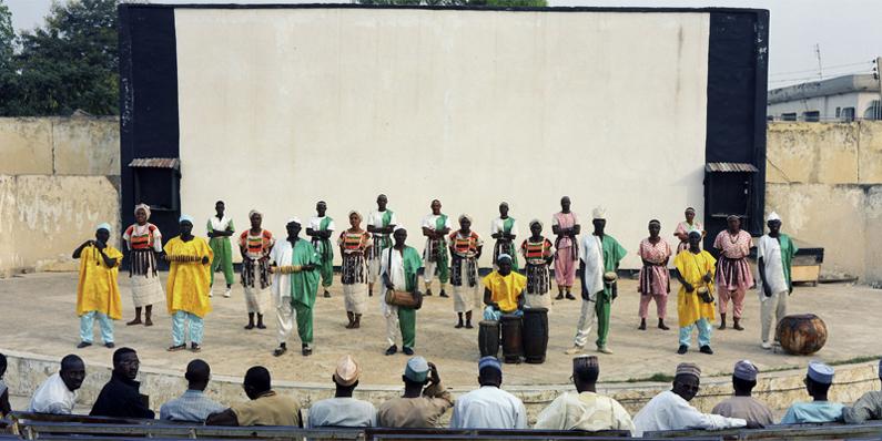 Musiciens et danseurs traditionnels haoussas. Kano - Nigeria 2000 © Guy Hersant