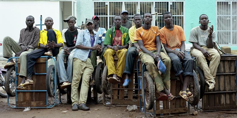 Livreurs en charrette. Bamako - Mali 2008 © Guy Hersant