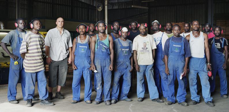 Menuiserie industrielle. Libreville - Gabon 2008 © Guy Hersant