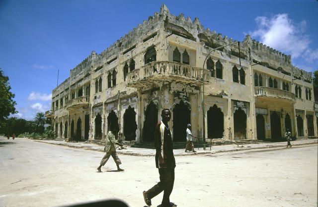 © Pascal Maitre / Cosmos pour Geo # 005 Somalie, septembre 2002. Mogadiscio. Sur la ligne verte, le quartier de Shangani est pratiquement désert.
