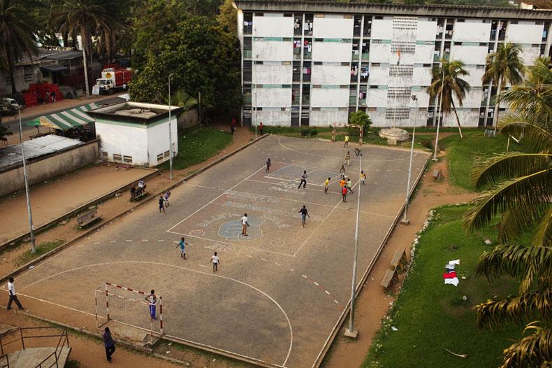 Vue du toit de la cité Universitaire Jean Mermoz d'Abidjan. © Camille Millerand