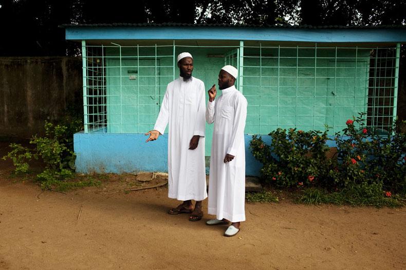 Mr Abbas, iman de la Mosquée et étudiant (à gauche) et Mr Ouattara, membre du bureau national de la CEEMUCI © Camille Millerand