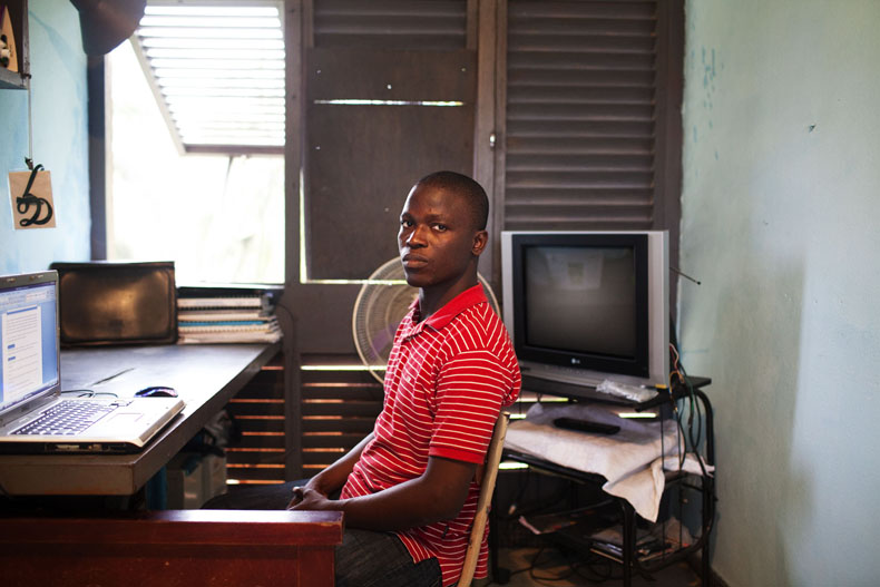 Dr ALLA, campus ancien Batiment E. Campus ancien de cocody © Camille Millerand