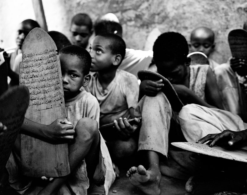 Ouagadougou, avril 09. Les enfants des rues se sont pour la plupart enfuis des écoles coraniques, pour échapper aux mauvais traitements. © Richard Delaume