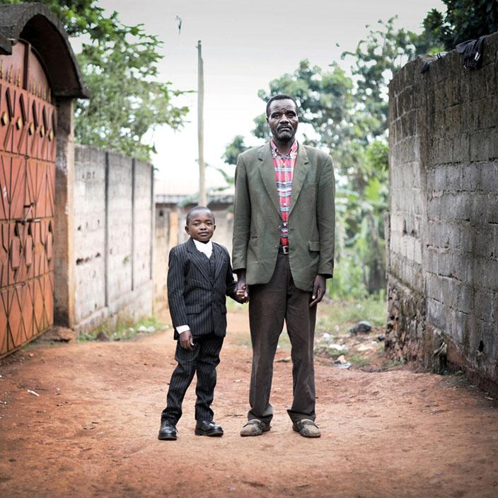 Série Morgante / Paul avec son père, 28 ans, Bafoussam, 2010  © nicolalocalzo