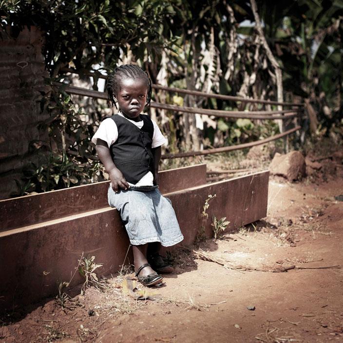 Série Morgante / Nelly, Etudiante, 12 ans, Bafoussam, 2010  © nicolalocalzo