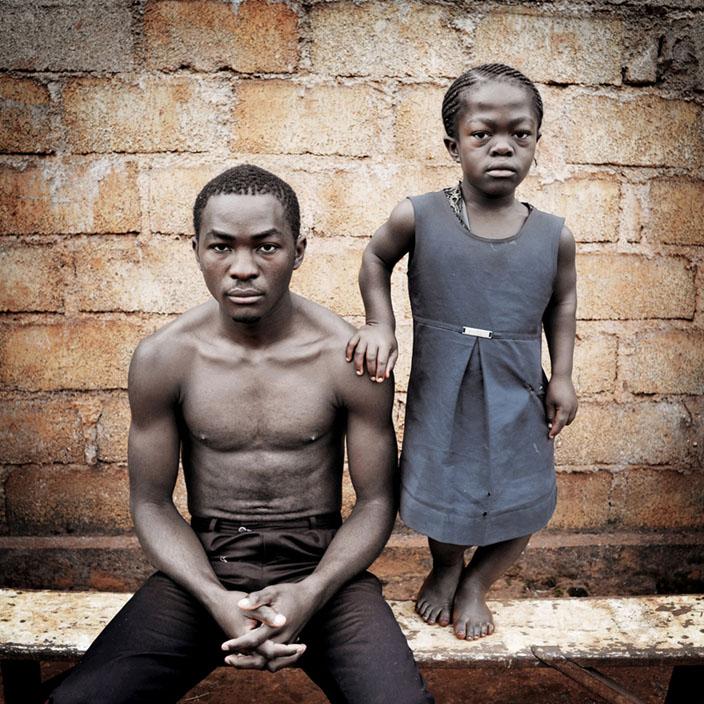 Série Morgante / Nelly, 16 ans, Etudiante, Bafoussam, 2010 © nicolalocalzo