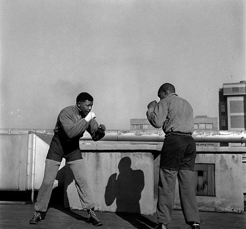 © Bob Gosani – Nelson Mandela Boxing, 1957