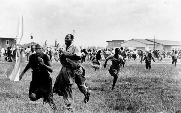 © Ian Berry – Massacre de Shaperville, 21 mars 1960