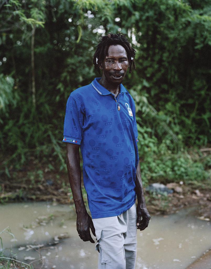Wazota est percussionniste, il fait partie des premiers rastas du Burkina, il avait une vingtaine d'années lors de la révolution de Thomas Sankara en 1983, il à vécu en Belgique et en France, de nos jours il vit à Koubri (à environ 30 km de Ouaga) avec d' autres rastas loin de l' agitation urbaine. © Iorgis Matyassy