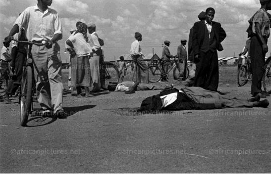© Peter Magubane – Le lendemain du massacre de Sharperville, 22 mars 1961
