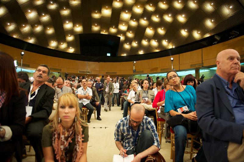 Longue attente pour des résultats Annonce des résultats partiels au Palais des congrès Centre des médias de l'ISIE, Tunis le 25 octobre 2011 © Aziz Tnani