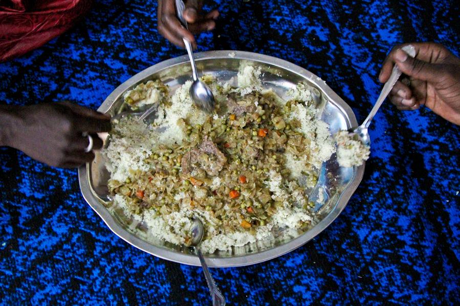 Le repas de l'Aïd el Kébir © Baudouin Mouanda