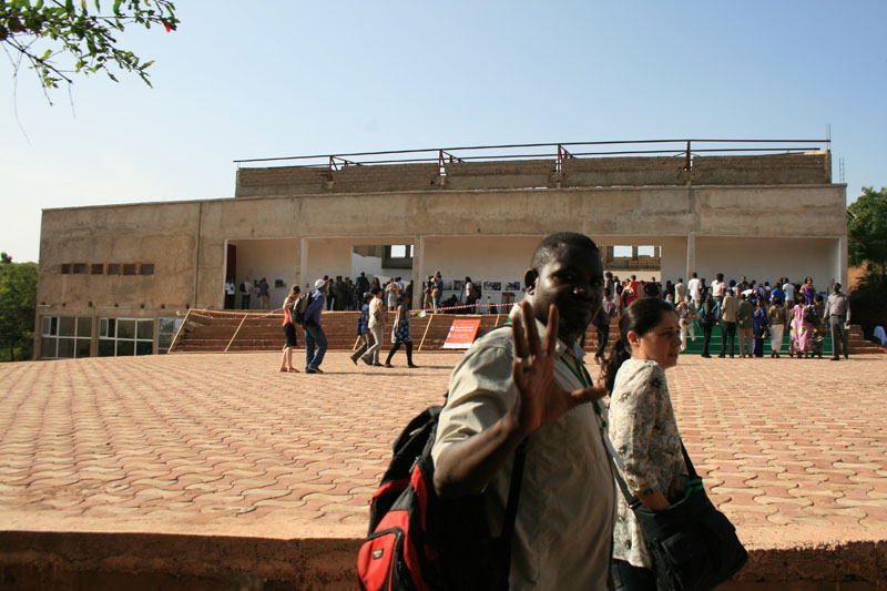 Abdoulaye Barry arrive au conservatoire © Seydou Camara