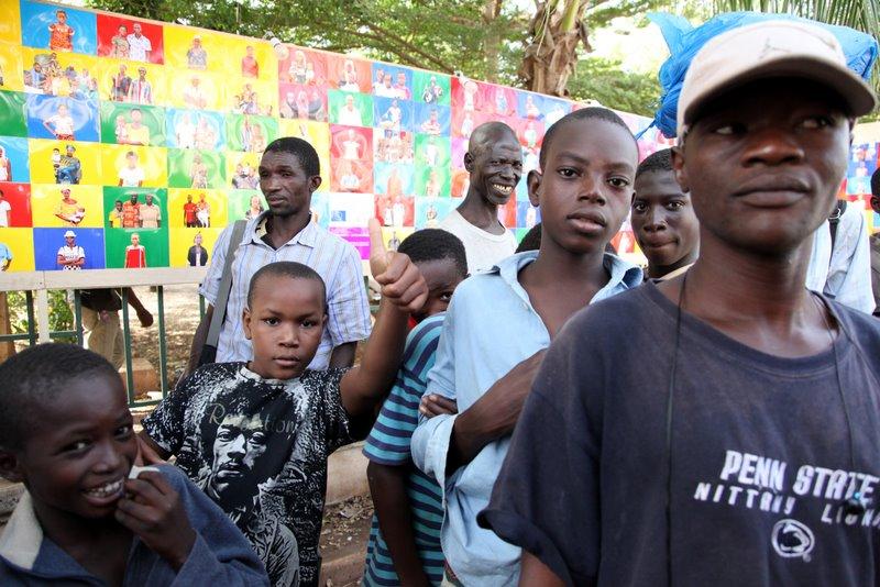 Expo du CNA devant le ciné Soudan © Sébastien Rieussec