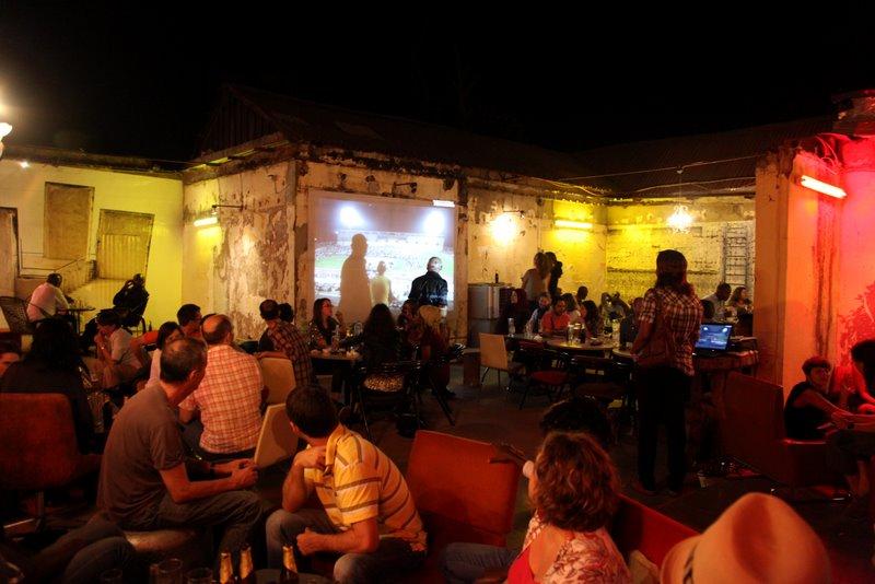 Soirée projection dans la salle Beyrout du Blabla : série Guérison totale de Sébastien Rieussec © Sébastien Rieussec