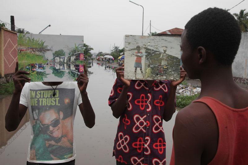 Exposition dans les rues des photos de Kiripi Katembo