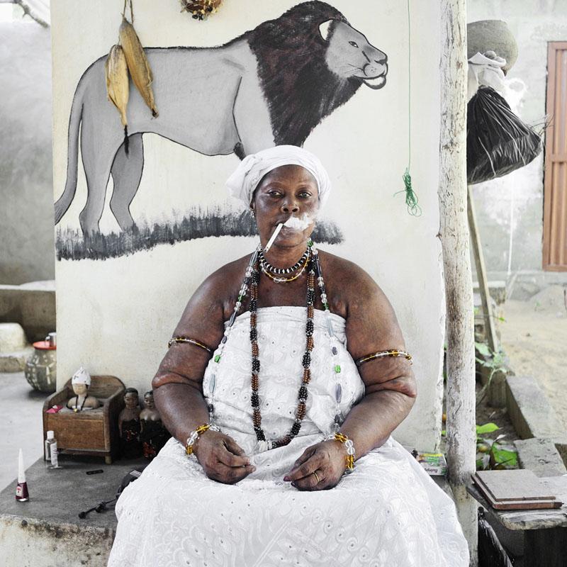 Idelphonse Adogbagbe, pr etresse du culte Mami Tchamba - Grand-Popo, 2011 © Nicola Lo Calzo
