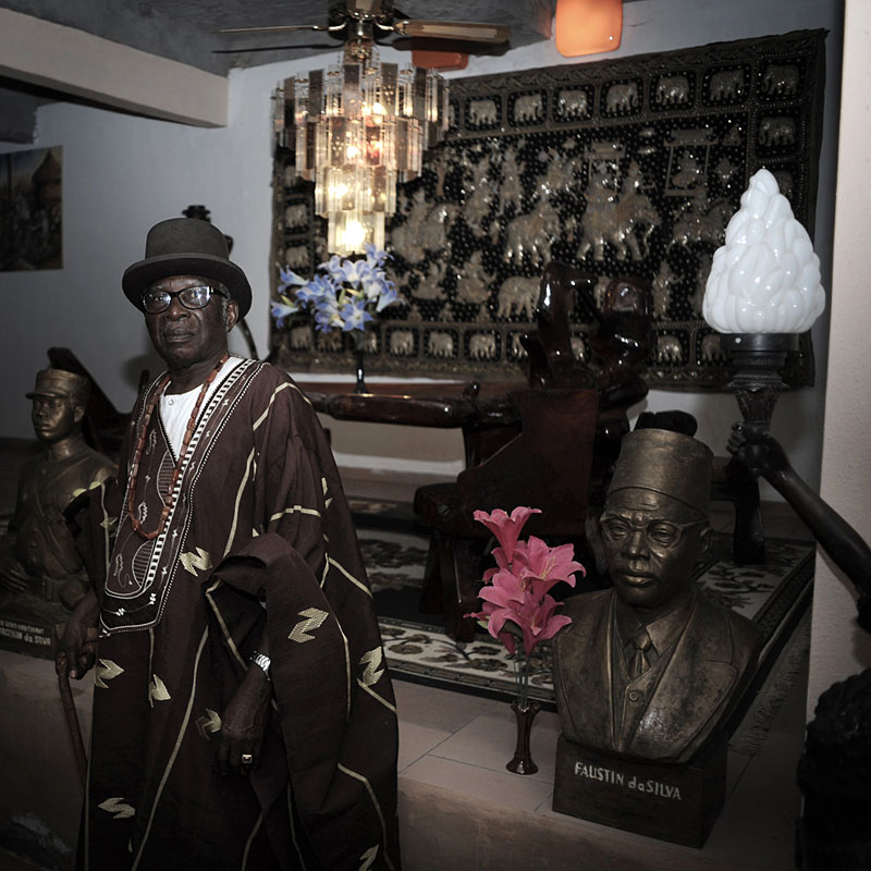 Urbain Karim DA SILVA, dans le mausolée familial, Porto-Novo© Nicola Lo Calzo