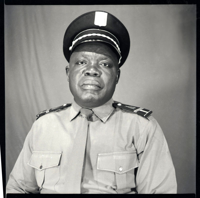Portrait d'un policier, Abidjan © Clic Clac Baby