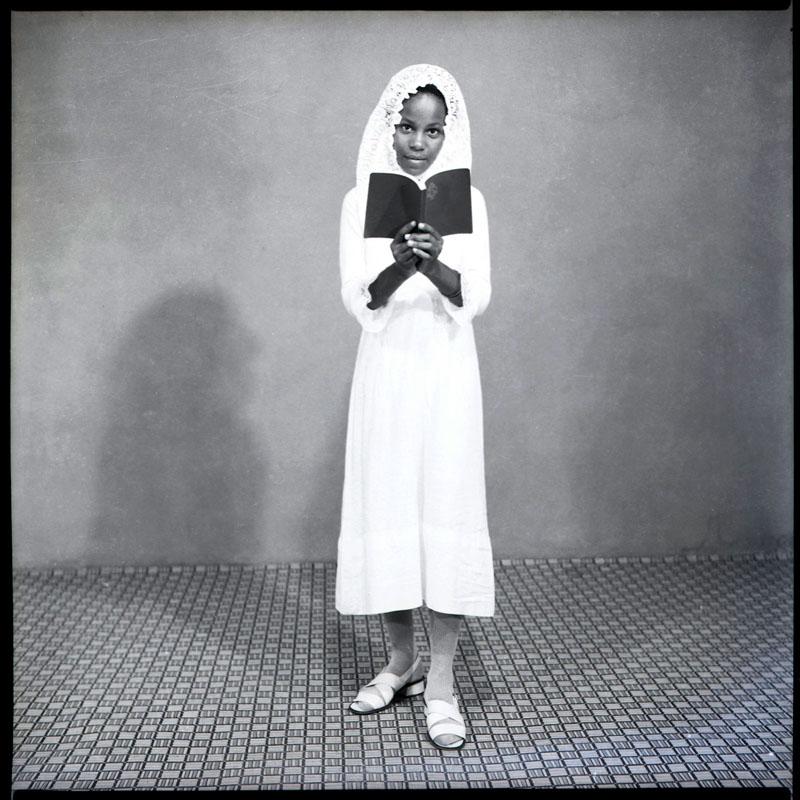 Fille avec la bible, Abidjan © Clic Clac Baby