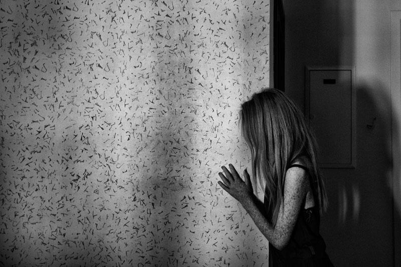 Les enfants de la lune : Farah, 26, dans sa chambre , Ariana - Tunisie © 2014 - Zied Ben Romdhane